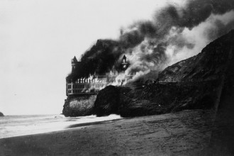 The Burning of the Cliff House, San Francisco, California  1907
